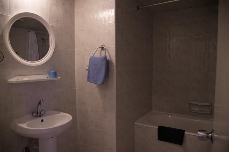 Hotelzimmer mit Tennis im Mandalena Hotel Apartments