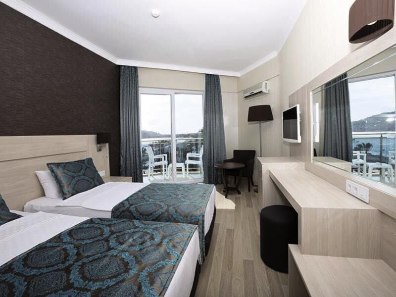 Hotelzimmer mit Tischtennis im Parador Beach Hotel