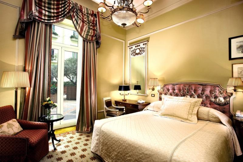 Hotelzimmer mit Hallenbad im Hotel Grande Bretagne, a Luxury Collection Hotel, Athens