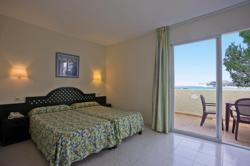 Hotelzimmer im Club Santa Ponsa günstig bei weg.de