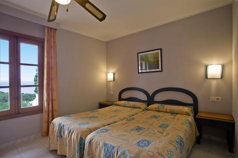 Hotelzimmer mit Volleyball im Club Santa Ponsa