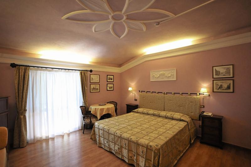 Hotelzimmer mit Tennis im Casafrassi