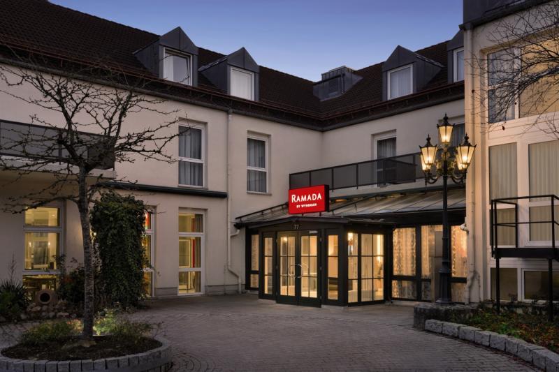 Hotel Ramada by Wyndham Muenchen Airport günstig bei weg.de buchen - Bild von FTI Touristik