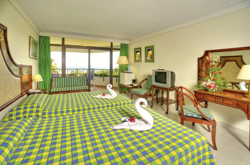 Hotelzimmer mit Mountainbike im Be Live Adults Only Los Cactus