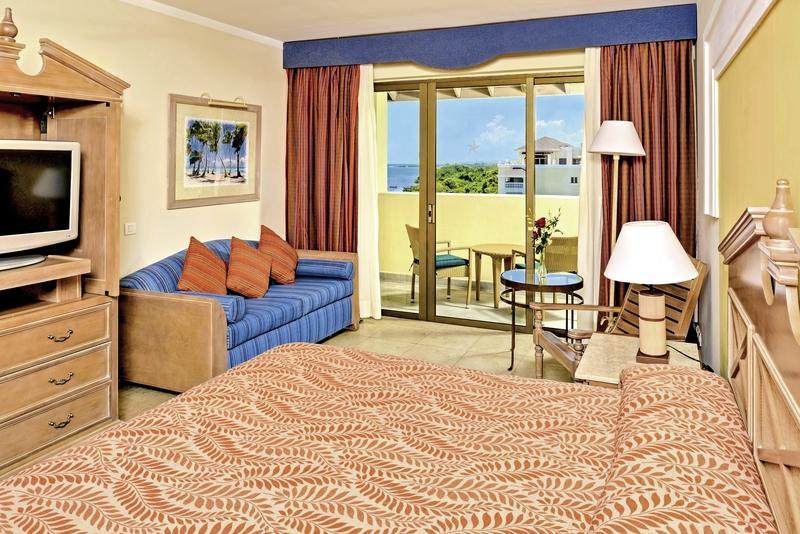 Hotelzimmer mit Volleyball im Iberostar Rose Hall Beach