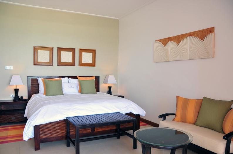 Hotelzimmer mit Mountainbike im DoubleTree Resort & Spa by Hilton Hotel Seychelles - Allamanda