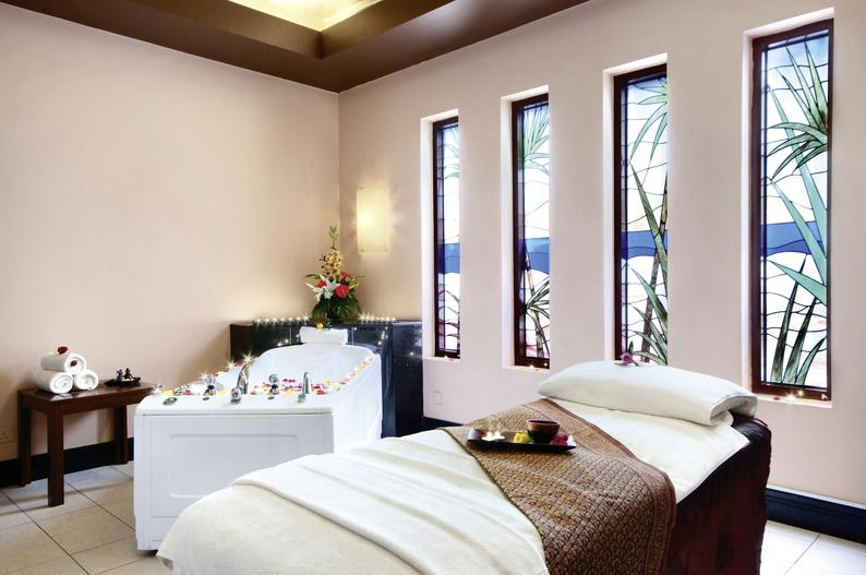 Hotelzimmer mit Yoga im Radisson Blu Hotel & Resort, Abu Dhabi Corniche