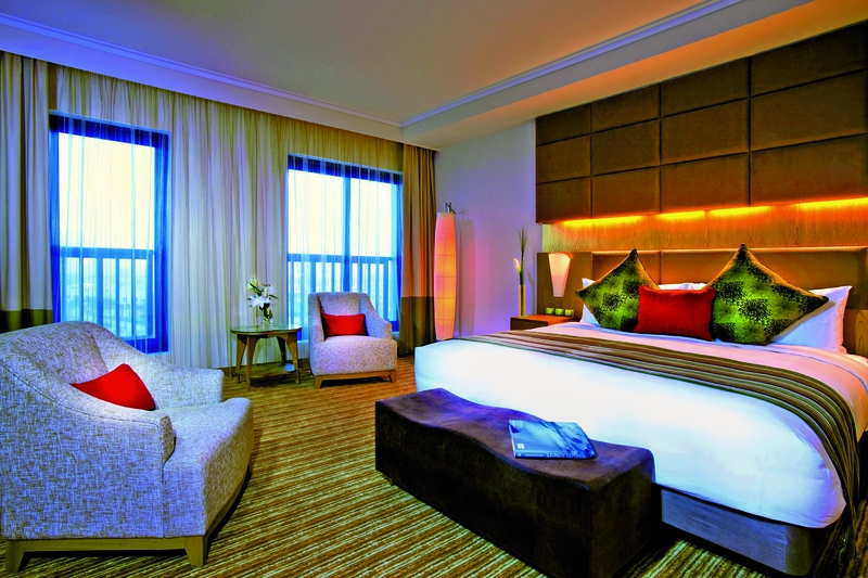Hotelzimmer mit Golf im Traders Hotel Qaryat Al Beri