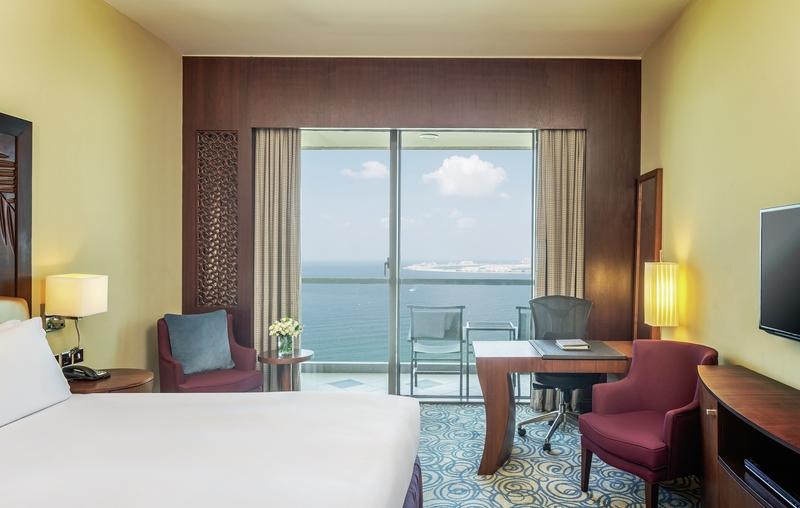 Hotelzimmer mit Volleyball im Sofitel Dubai Jumeirah Beach