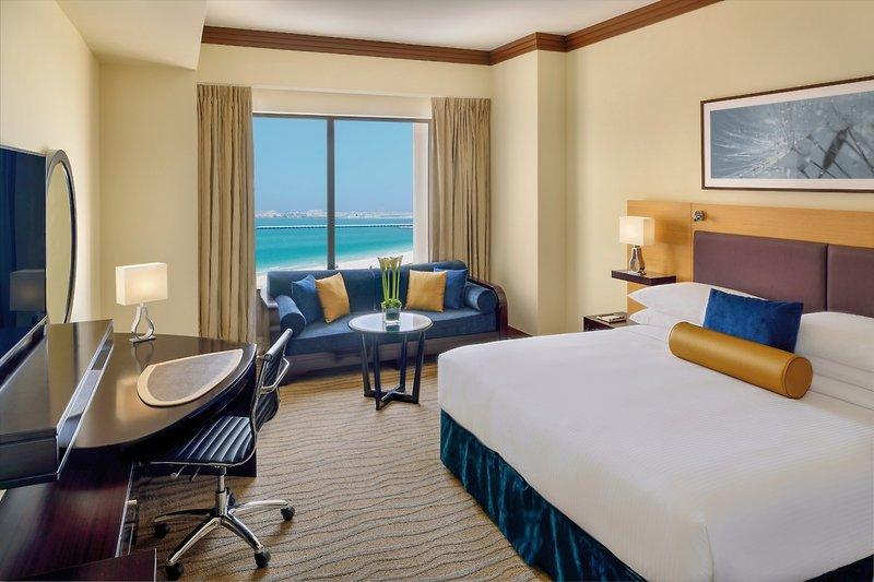 Hotelzimmer mit Wassersport im Mövenpick Hotel Jumeirah Beach