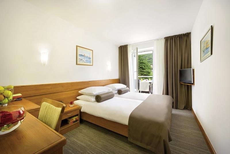 Hotelzimmer mit Volleyball im Remisens Hotel Marina
