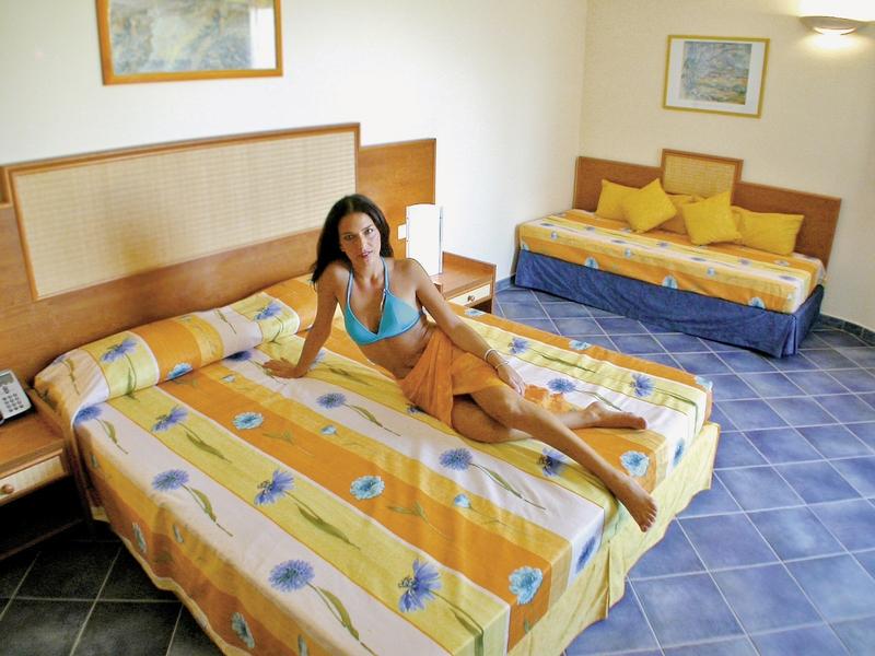 Hotelzimmer mit Mountainbike im VOI Arenella Resort