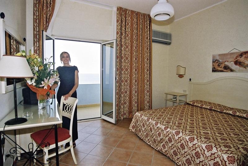 Hotelzimmer mit Mountainbike im Hotel Santa Lucia Le Sabbie d'Oro