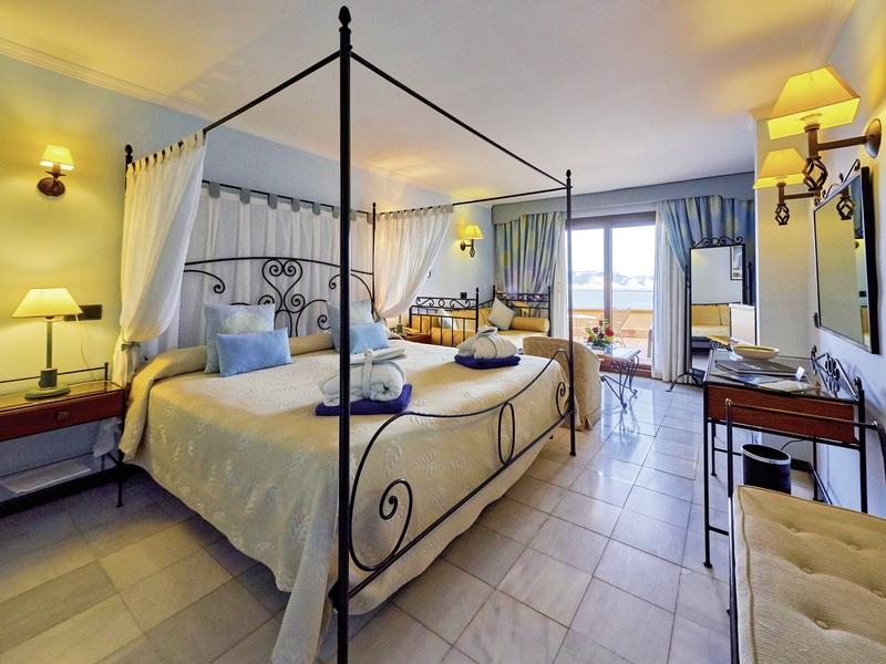 Hotelzimmer mit Mountainbike im Hotel Petit Cala Fornells