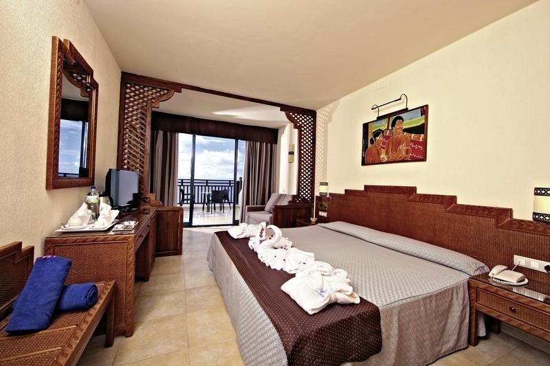 Hotelzimmer mit Mountainbike im Sandos Papagayo Beach Resort