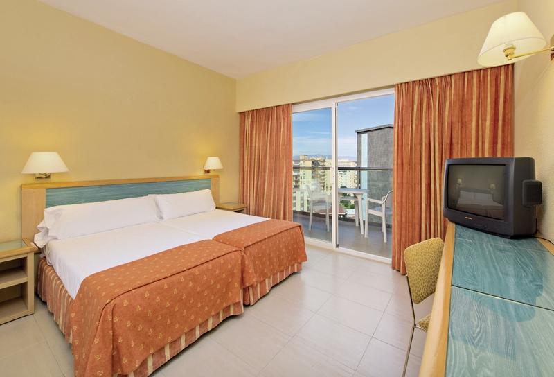 Hotelzimmer mit Mountainbike im Sol Príncipe