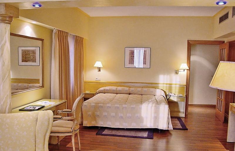 Hotelzimmer mit Mountainbike im Saratoga