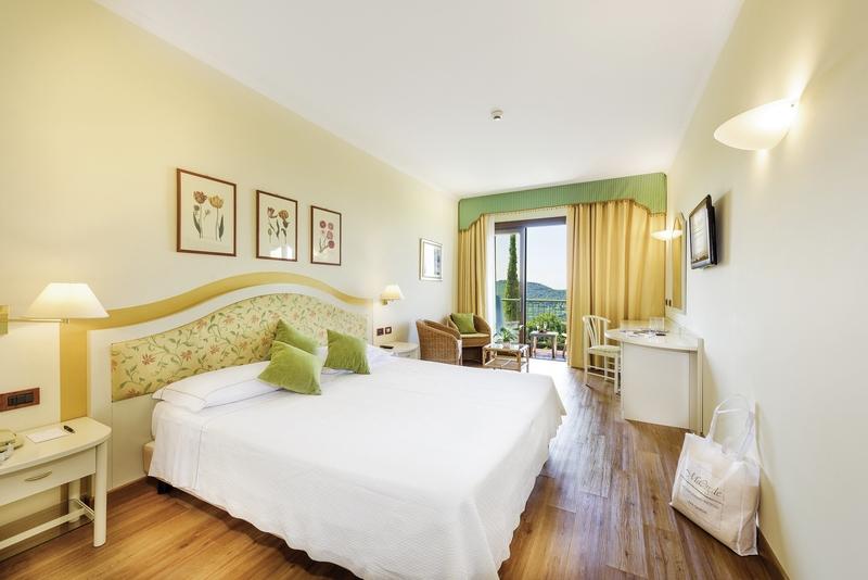Hotelzimmer mit Mountainbike im Madrigale Panoramic & Lifestyle Hotel