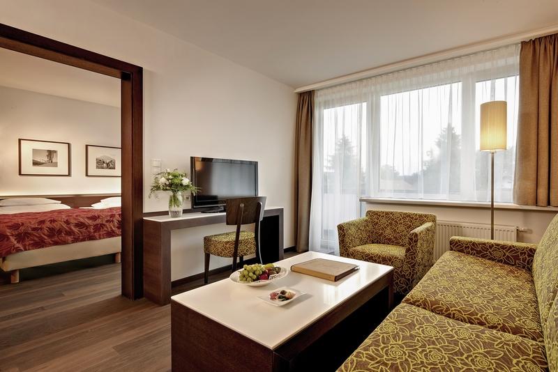 Hotelzimmer mit Mountainbike im Sporthotel Igls