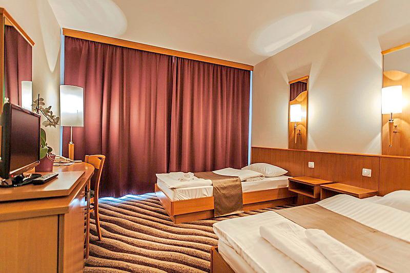 Hotelzimmer mit Tischtennis im Panorama