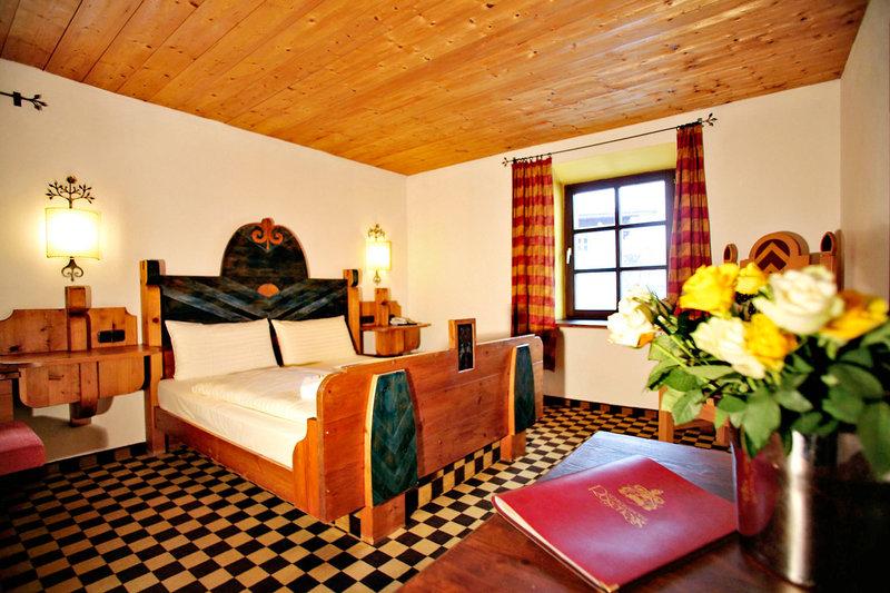 Hotelzimmer mit Tischtennis im Family Hotel Schloss Rosenegg