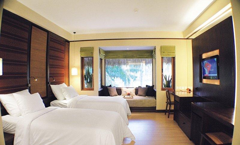 Hotelzimmer mit Mountainbike im Novotel Lombok Resort and Villas
