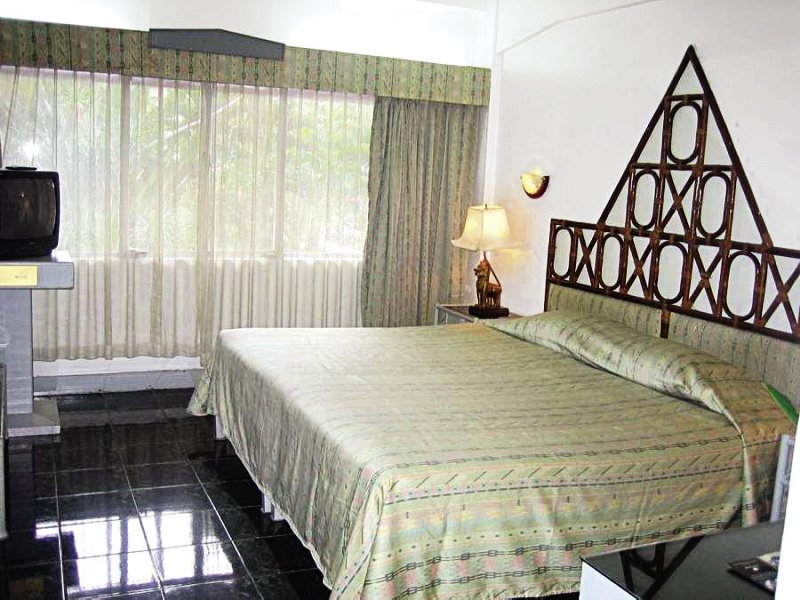 Hotelzimmer mit Tischtennis im Basaya Beach Hotel & Resort