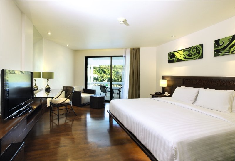Hotelzimmer mit Volleyball im Le Meridien Phuket Beach Resort