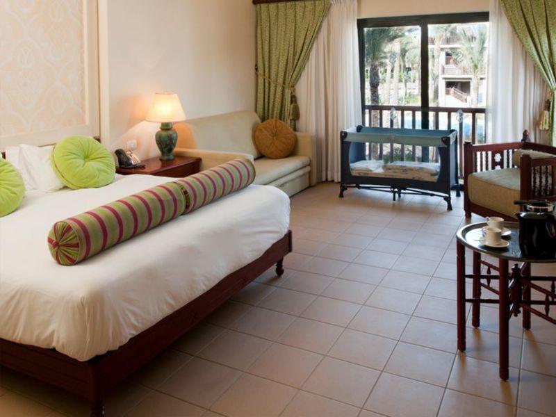Hotelzimmer mit Mountainbike im Red Sea Hotels Port Ghalib