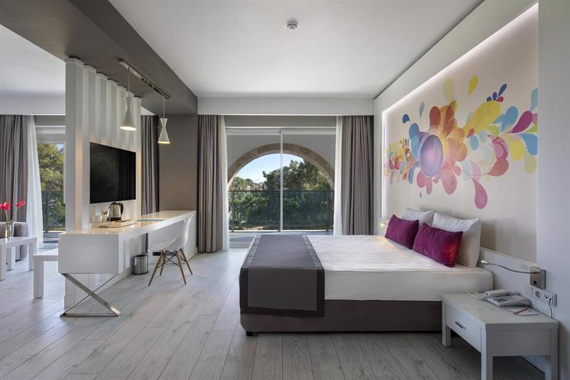 Hotelzimmer mit Minigolf im Dosinia Luxury Resort