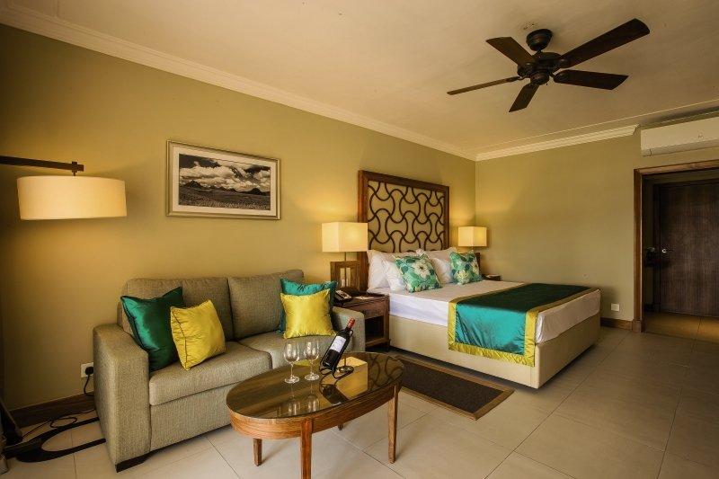 Hotelzimmer mit Volleyball im Sands Suites Resort & Spa