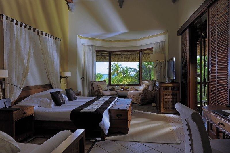 Hotelzimmer mit Volleyball im Dinarobin Beachcomber Golf Resort & Spa