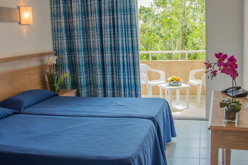 Hotelzimmer im Club Cala Romani günstig bei weg.de