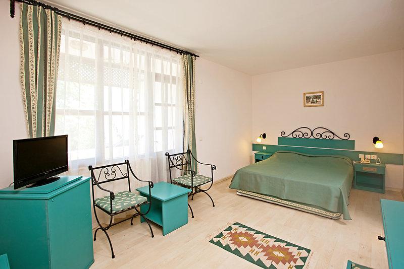 Hotelzimmer mit Volleyball im Club Hotel Titan