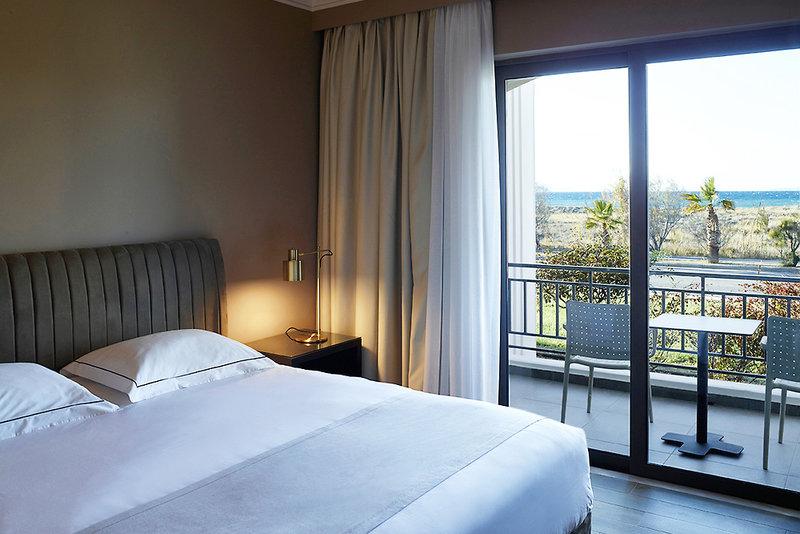 Hotelzimmer im Pelagos Suites günstig bei weg.de