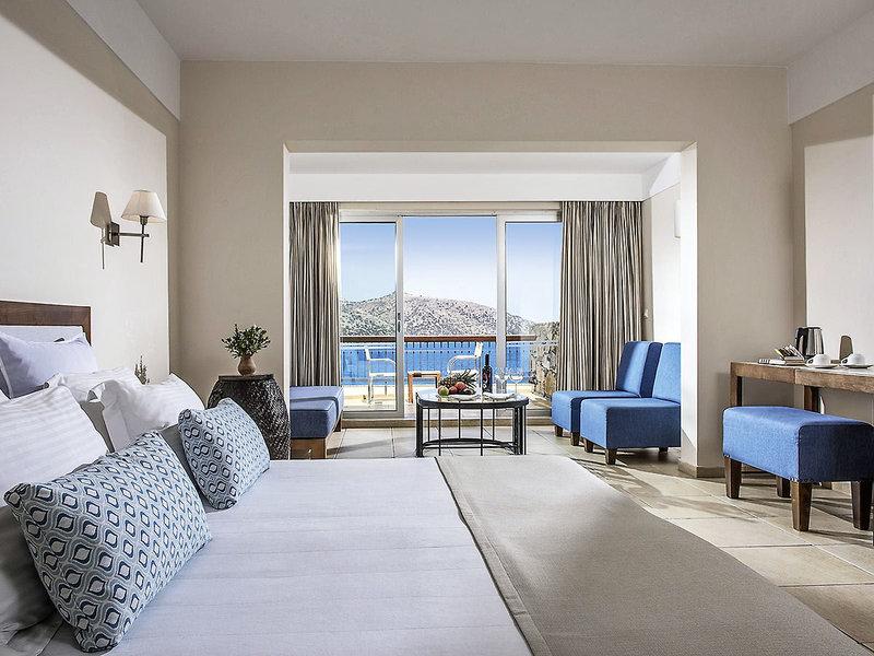 Hotelzimmer mit Volleyball im Wyndham Grand Crete Mirabello Bay