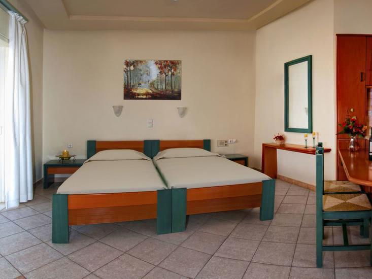 Hotelzimmer mit Sandstrand im Papadakis Apartments