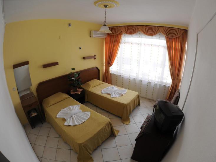 Hotelzimmer mit Tischtennis im Kleopatra Bebek Hotel
