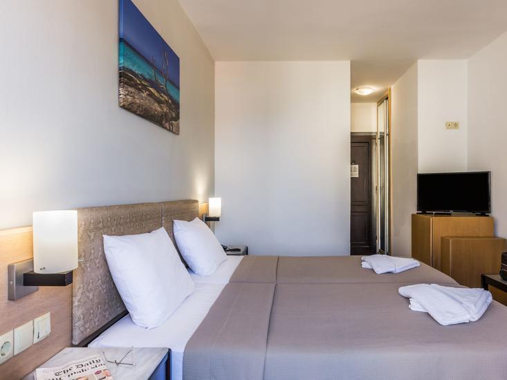 Hotelzimmer mit Wassersport im Sergios Hotel