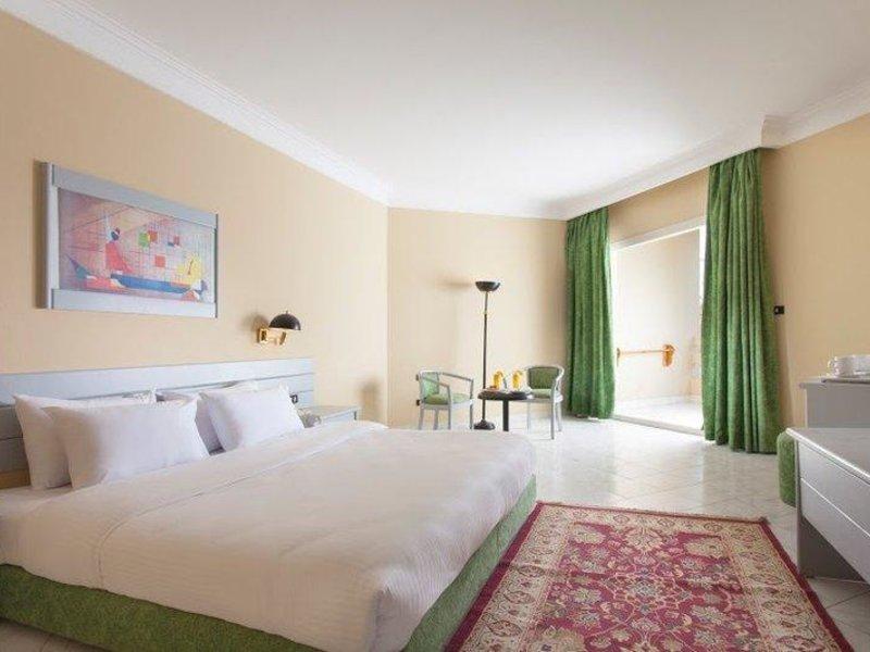 Hotelzimmer mit Volleyball im Sindbad Beach Resort