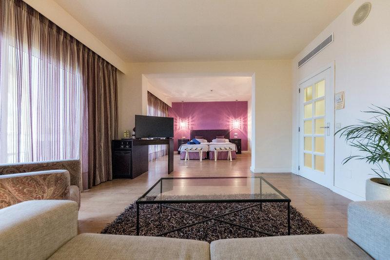 Hotelzimmer mit Volleyball im Aldiana Andalusien