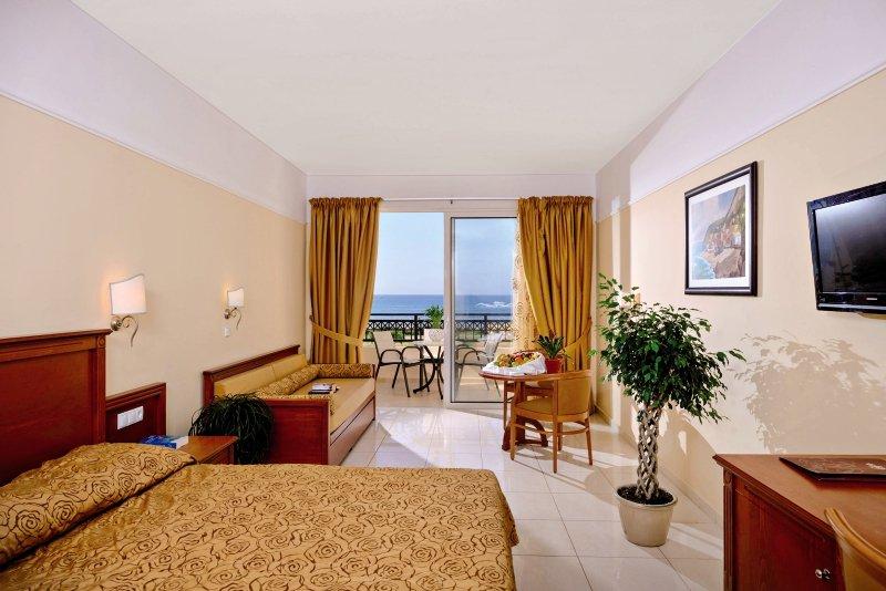 Hotelzimmer mit Mountainbike im Vantaris Palace Hotel