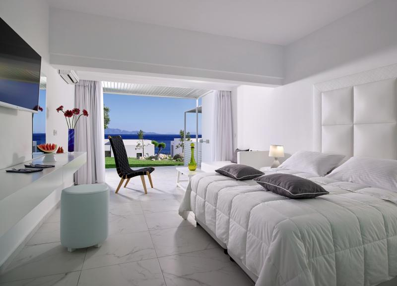 Hotelzimmer im Dimitra Beach Resort Hotel günstig bei weg.de