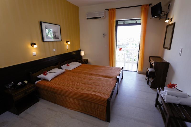 Hotelzimmer mit Mountainbike im Mr & Mrs White Corfu Couples Retreat