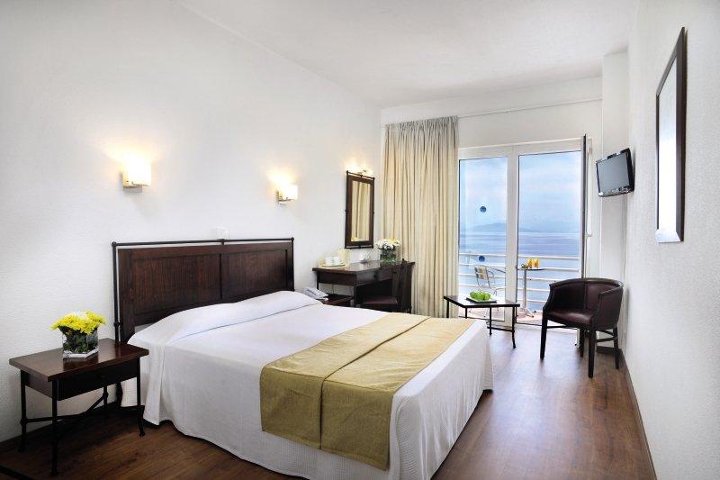 Hotelzimmer mit Volleyball im Primasol Louis Ionian Sun