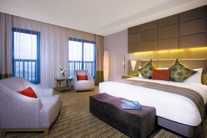 Hotelzimmer im Traders Hotel Qaryat Al Beri günstig bei weg.de