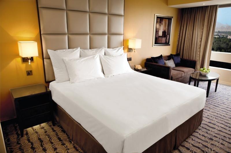 Hotelzimmer im Radisson Blu Hotel & Resort, Al Ain günstig bei weg.de