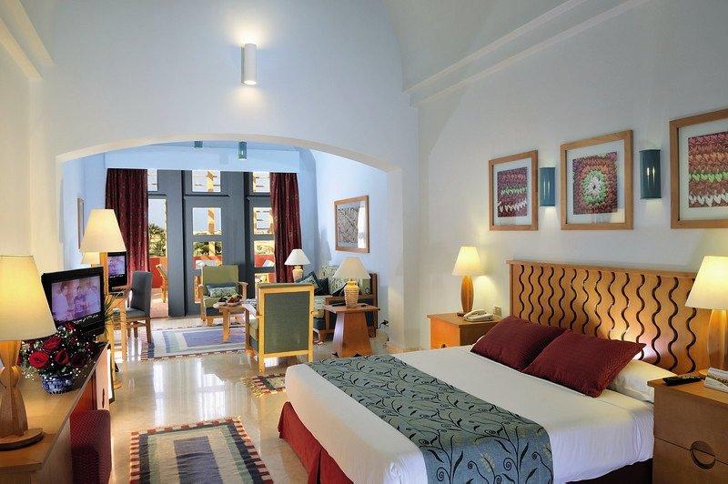 Hotelzimmer mit Mountainbike im Steigenberger Golf Resort El Gouna