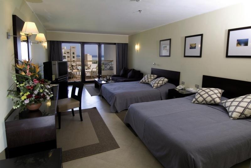Hotelzimmer mit Volleyball im Fort Arabesque Resort Spa & Villas