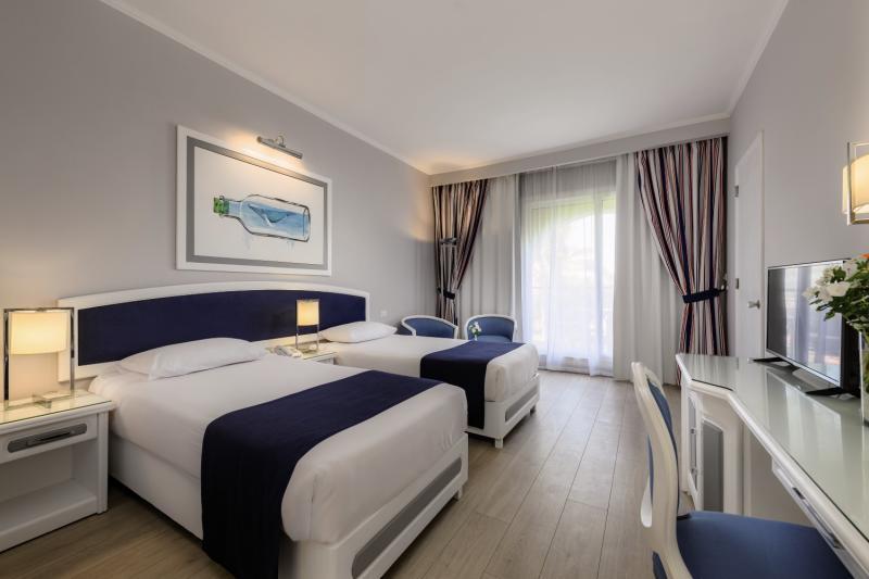 Hotelzimmer mit Yoga im Desert Rose Resort